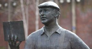 Ken Kesey statue in Eugene, OR