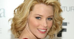 Elizabeth Banks in Talks to Direct 'Red Queen'